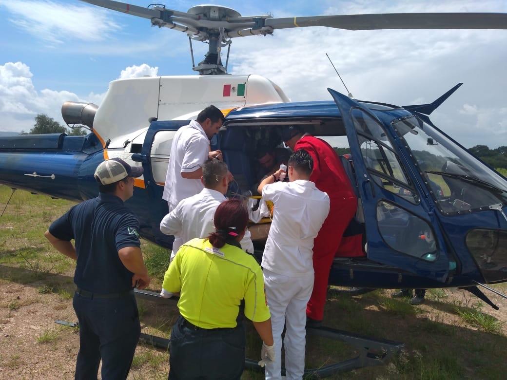 TRASLADAN EN HELICÓPTERO A LESIONADO EN ACCIDENTE.