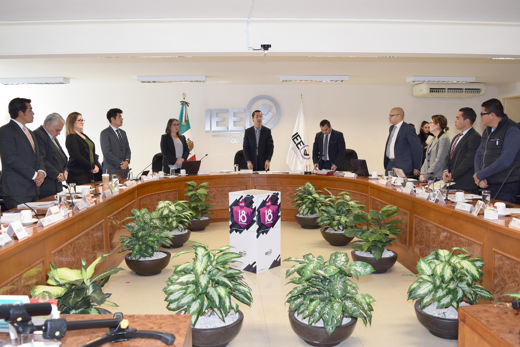 Aprueba IEE financiamiento público a partidos  y convocatoria a aspirantes a candidaturas independientes