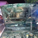 Auxilian policías al conductor de un automóvil estaba incendiándose en Calvillo